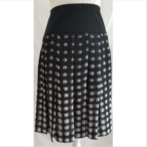 Chaus Women's Skirt Size 14 stretch lined pleated